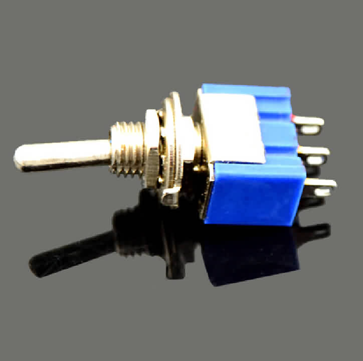 Toggle Switch: 3-Pin / SPDT / 6A
